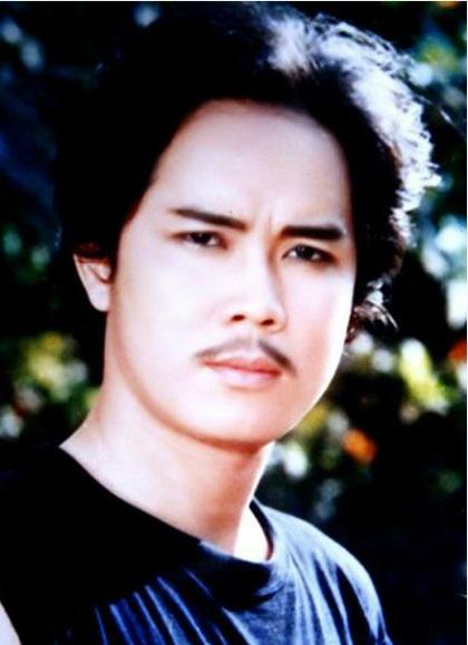"""Với khuôn mặt điển trai, nam diễn viên Công Hậu cũng là một trong những diễn viên """"hút fan nữ"""" trong các bộ phim mà anh tham gia."""