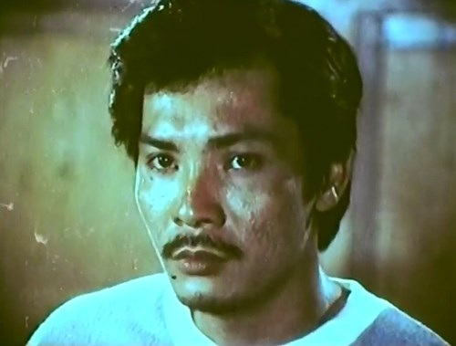 """Nhân vật Tín, ác ôn, máu lạnh ở phim """"nước mắt học trò"""" là vai phản diện khó quên trong nghiệp diễn của nghệ sĩ Thương Tín. Bởi đây là vai diễn mà ông cho rằng khán giả có """"ấn tượng"""" rất mạnh đối với ông vì sau khi ra đường, nhiều người """"ghét"""" ông ra mặt."""