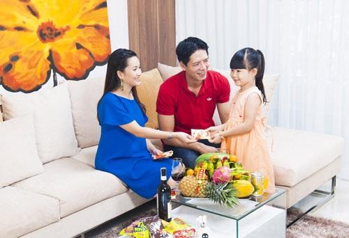 Tháng 4/2008, đang ở giai đoạn phát triển của nghề nghiệp, Bình Minh quyết định kết hôn. Lễ cưới của anh với bà xã Anh Thơ diễn ra ấm cúng tại TPHCM và Lạng Sơn.