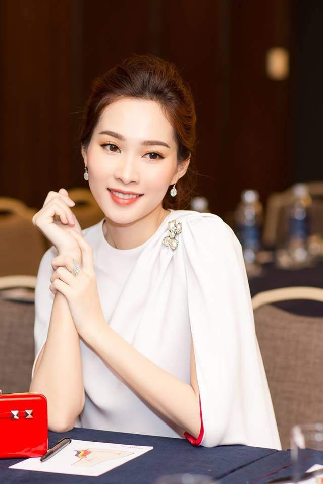 """Những người đẹp showbiz Việt """"đổi đời"""" sau khi kết hôn với đại gia - 2"""