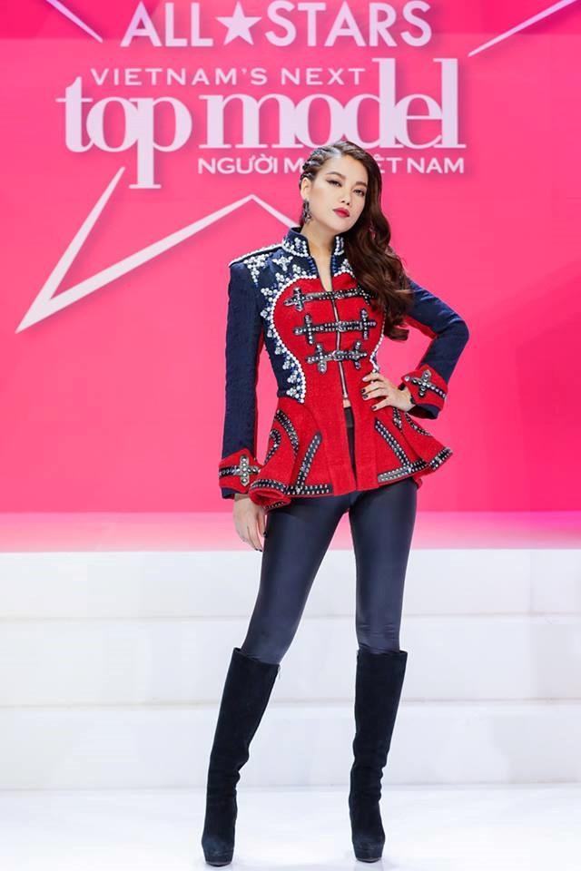 Trương Ngọc Ánh xinh đẹp trong vai trò host của Vietnam's next top model All stars.