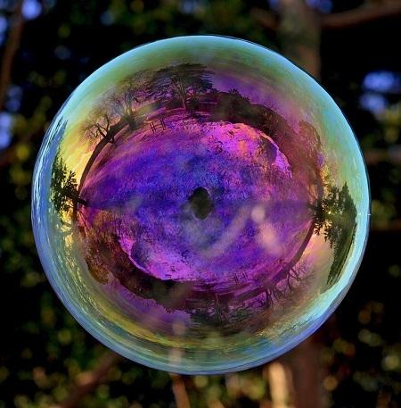 Ấn tượng bộ ảnh thế giới phản chiếu trong bong bóng xà phòng