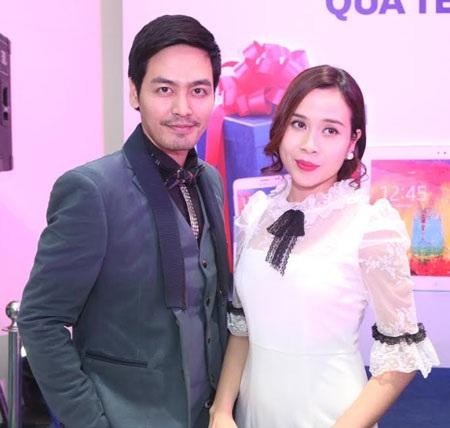 Vắng ông xã Hồ Hoài Anh, ca sĩ Lưu Hương Giang sánh đôi cùng MC Phan Anh tại sự kiện