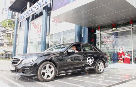 Khách hàng tham gia lái thử các dòng xe mới nhất của Mercedes-Benz và chung tay hỗ trợ cộng đồng