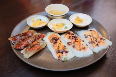 … quán Huế Mô Tê còn chế biến đa dạng các món bánh Huế chay