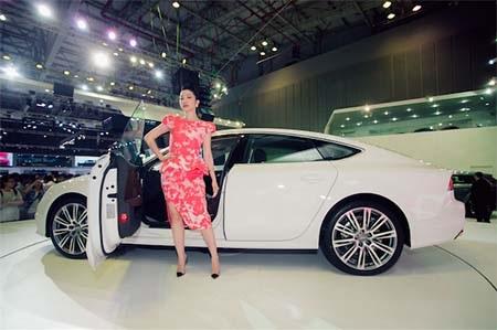 Diễn viên múa Linh Nga - Đại diện thương hiệu Audi A8L