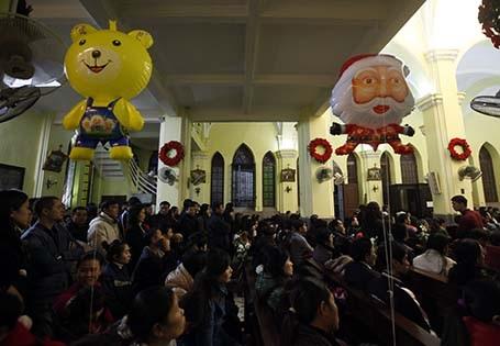 Không khí Giáng sinh ngập tràn trên đường phố thủ đô, đặc biệt là trong các nhà thờ