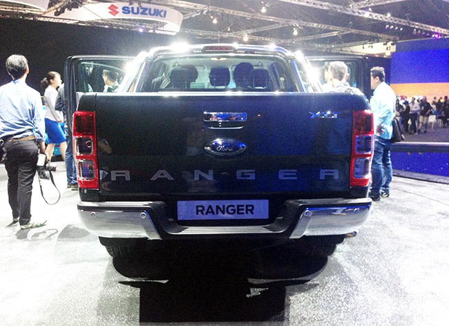 Ford Ranger mới: Thêm động cơ xăng, tăng cường tính năng điện tử