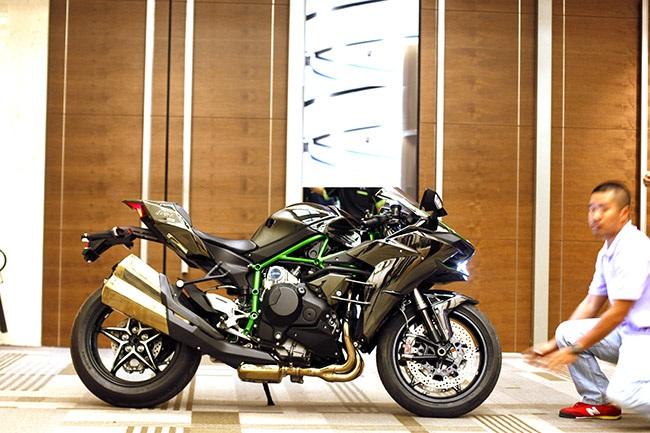 Hệ thống Supercharge - điều làm nên sự khác biệt trên Kawasaki H2