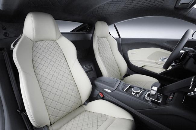 Và mẫu Audi R8 V10 Plus