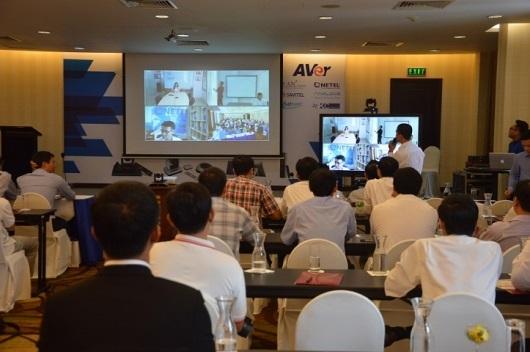 Demo thực tế kết hợp các hệ thống AVer, màn hình tương tác và máy chiếu