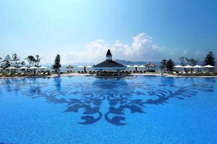 Khu tiện ích bể bơi đẳng cấp giúp du khách có những phút giây thư giãn thoải mái sau ngày làm việc mệt mỏi