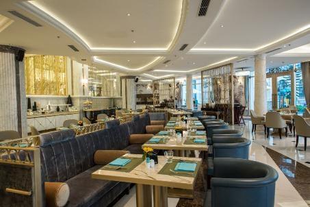 Khu vực nhà hàng phục vụ những món ăn ngon dưới sự chế biến của các đầu bếp tài ba cùng sự phục vụ chuyên nghiệp của đội ngũ nhân viên