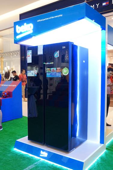 Tủ lạnh với công nghệ NeoFrost giữ độ ẩm tối đa đến 90% trong ngăn mát.