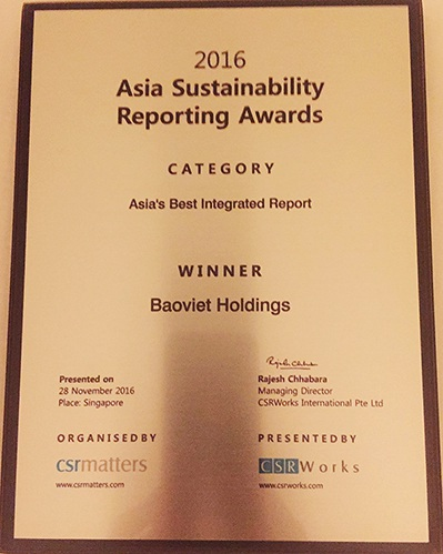 Tập đoàn Bảo Việt vinh dự đón nhận Giải nhất Báo cáo tích hợp xuất sắc nhất Châu Á 2016