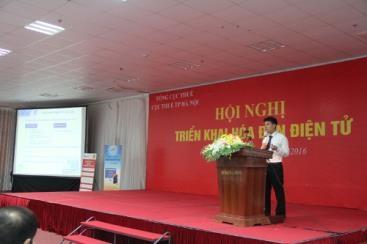 Đại diện VNPT trình bày giải pháp hoá đơn điện tử tại hội nghị tập huấn