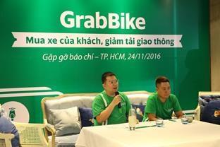 Ông Nguyễn Tuấn Anh (trái) - Giám Đốc Grab Việt Nam trong buổi ra mắt chương trình mua xe của hành khách GrabBike
