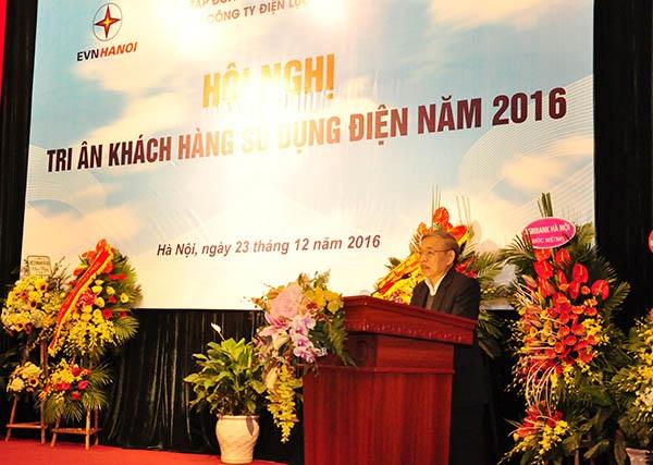 Ông Nguyễn Mạnh Hùng - Phó Chủ tịch kiêm Tổng thư ký Hội tiêu chuẩn và Bảo vệ người tiêu dùng Việt phát biểu tại Hội nghị