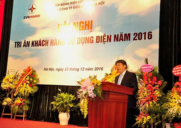Ông Nguyễn Anh Tuấn - Thành uỷ viên, Bí thư Đảng uỷ, Chủ tịch kiêm Tổng Giám đốc EVN phát biểu tại Hội nghị