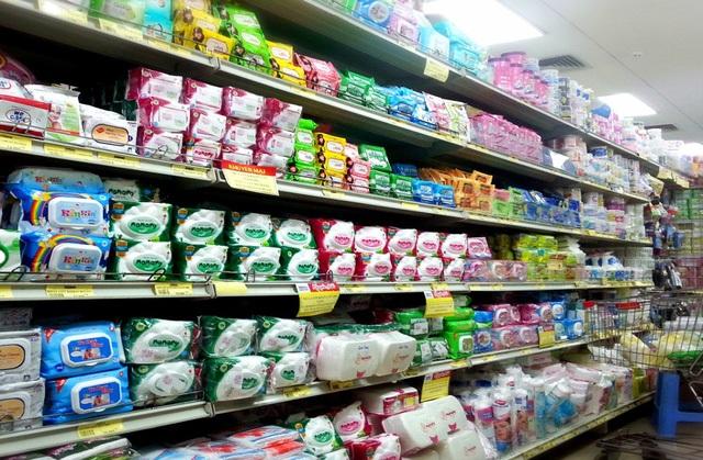 Khăn ướt được bầy bán trên khắp các siêu thị, cửa hàng tiện lợi, tạp hóa trên cả nước