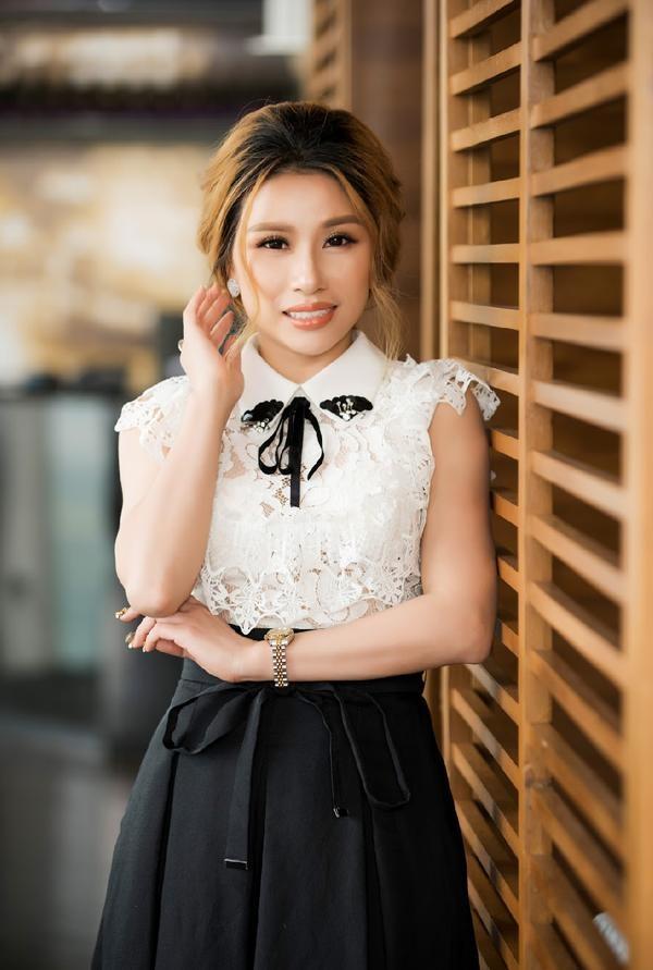 Nữ doanh nhân Nguyễn Thị Minh Hiếu - Giám đốc nhà hàng Saphire Center