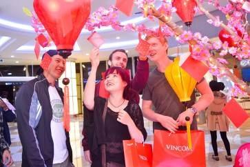 Hội chợ Xuân Đắc Lộc hứa hẹn là điểm đến sắm Tết lý tưởng, giúp khách hàng lựa chọn nhiều món đồ với ưu đãi lớn và có cơ hội nhận gần 30.000 món quà dễ thương