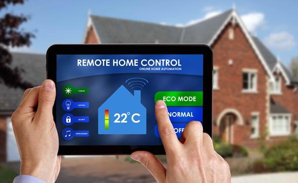 Chỉ bằng một cái chạm trên màn hình, chủ nhân căn hộ có thể điều khiển mọi thiết bị trong nhà.
