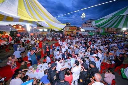 Người dân Quảng Trị nô nức rủ nhau tới Ngày hội Bia Hà Nội 2018 - 1