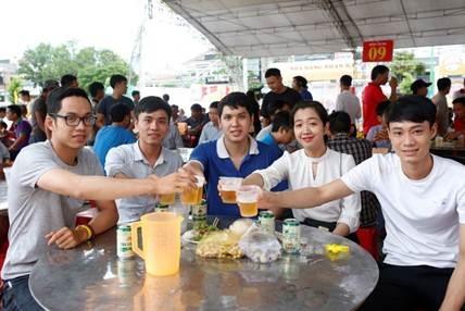 Người dân Quảng Trị nô nức rủ nhau tới Ngày hội Bia Hà Nội 2018 - 3