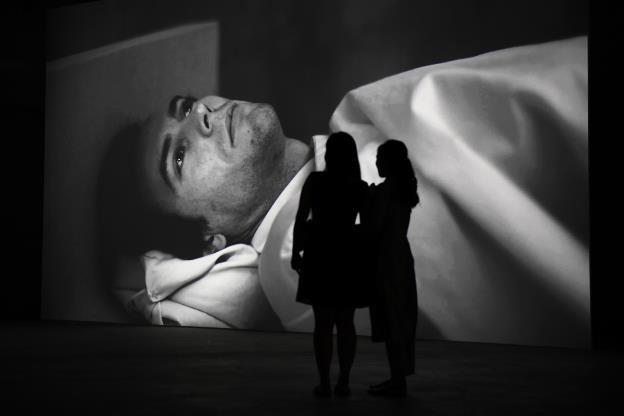 Video art của Hiraki Sawa: Lời gọi mời khó cưỡng từ cõi siêu thực - 7