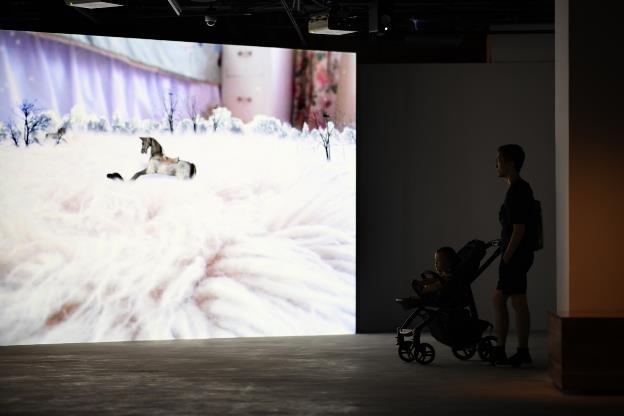 Video art của Hiraki Sawa: Lời gọi mời khó cưỡng từ cõi siêu thực - 8