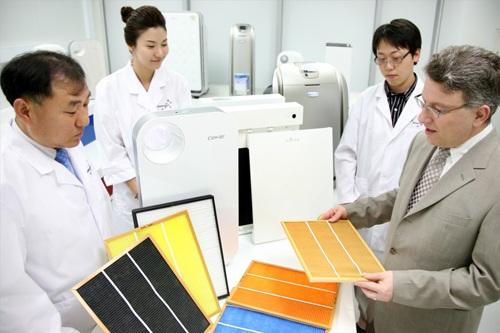 Sản phẩm Coway được sáng chế, sản xuất tại trung tâm R&D của hãng - là trung tâm R&D lớn nhất thế giới, đặt tại Seoul, Hàn Quốc