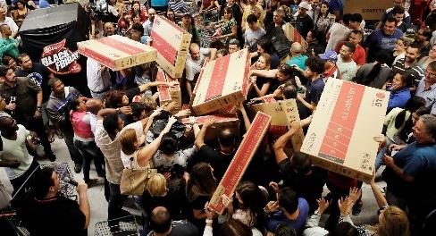 Không khí mua sắm vào ngày Black Friday. Nguồn: Internet