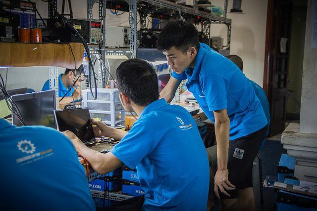Đây là hình ảnh các anh kỹ thuật đang làm việc ở tầng 3.