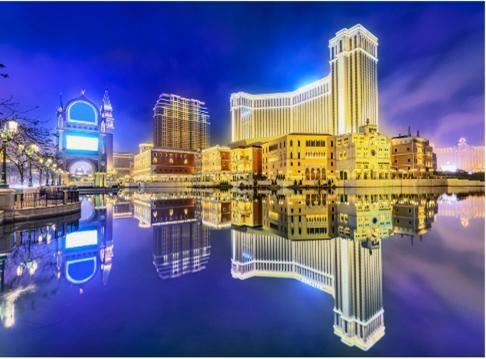 Với những khu phức hợp nghỉ dưỡng tại nhiều nước, casino và khách sạn dường như là hai phần không thể tách rời bởi nhiều nguyên nhân cả về kinh doanh lẫn nhu cầu của khách hàng