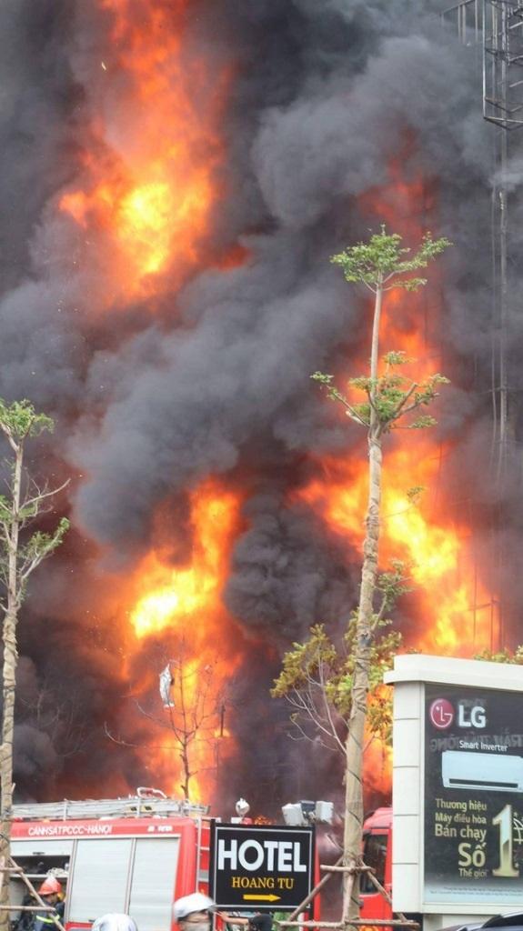 Vụ cháy quán karaoke ở quận Cầu Giấy, Hà Nội vào chiều 1/11 khiến 13 người chết (Ảnh: Thanh Thúy)