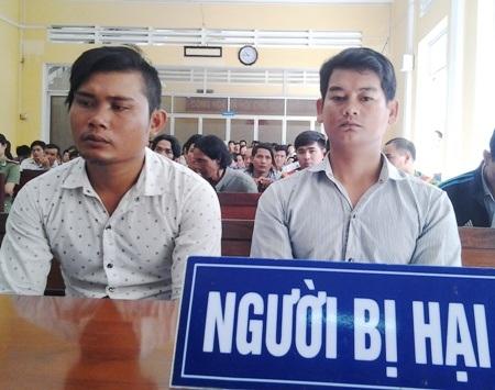 Bị hại Thạch Sô Phách và Khâu Sóc tại phiên tuyên án.