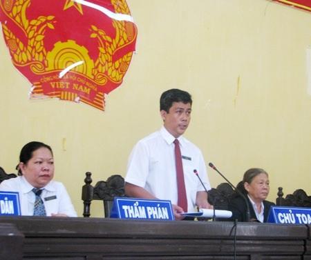Thay mặt HĐXX, chủ tọa phiên tòa- Chánh tòa Hình sự TAND Sóc Trăng, Thẩm phán Thái Rết tuyên án.