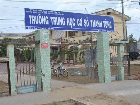 Trường THCS Thanh Tùng, nơi ông Hiệu trưởng Trần Vũ Cương độc quyền hơn 30 năm làm Hiệu trưởng và có những vấn đề gây bức xúc khác.