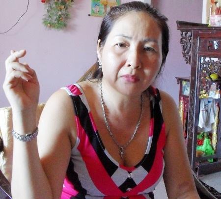 Bà Ngô Thúy Hiền rất bức xúc khi nói đến hành vi của các cán bộ Chi cục THADS huyện Mỹ Tú.