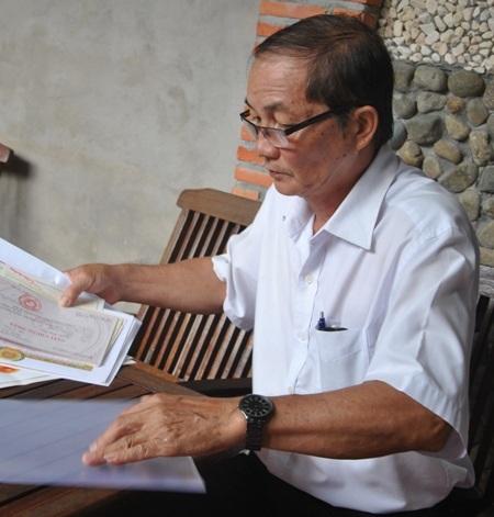 Ông Nguyễn Hồng Xuân không cam tâm khi bất ngờ bị giáng chức không lý do, bởi cả đời cống hiến vì sự nghiệp giáo dục.