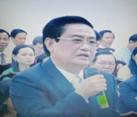Ông Phan Hùng Việt- Bí thư Huyện ủy Đông Hải chất vấn lãnh đạo ngành Giao thông vận tải tỉnh Bạc Liêu.