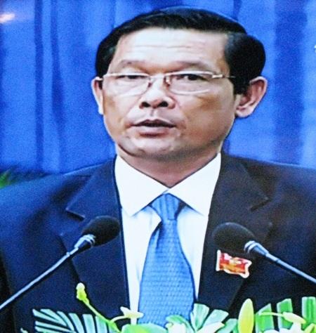 Giám đốc Sở TN-MT tỉnh Bạc Liêu Phạm Quốc Nam bị truy vấn nhiều vấn đề liên quan đến thủ tục cấp giấy chứng nhận đất, ô nhiễm môi trường,... là những lĩnh vực mà người dân rất bức xúc.