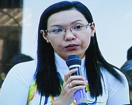 Đại biểu Trần Thị Huỳnh Dao chất vấn lãnh đạo Sở Y tế tỉnh Bạc Liêu về nhiều vấn đề liên quan đến công tác khám, chữa bệnh.