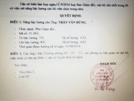 Một quyết định nâng bậc lương cho cán bộ do ông Lê Bá Cường ký ngày 10/10/2016 khi ông Cường không còn là Giám đốc Ban QLDA XDCN tỉnh Bạc Liêu.