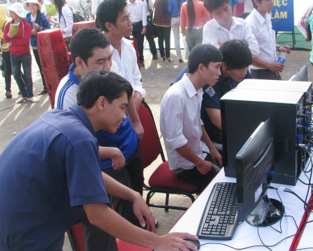 Một trong những giải pháp thực hiện chương trình việc làm năm 2017 của tỉnh Cà Mau là ưu tiên hỗ trợ chính sách tín dụng cho thanh niên lập nghiệp, sinh viên khởi nghiệp. (Ảnh minh họa)
