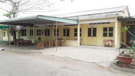 Khu nhà nghỉ cho giảng viên thỉnh giảng cũng trống trơn.