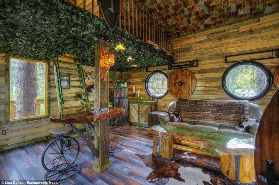 Nội thất gỗ với không gian xung quanh thân thiện với thiên nhiên.