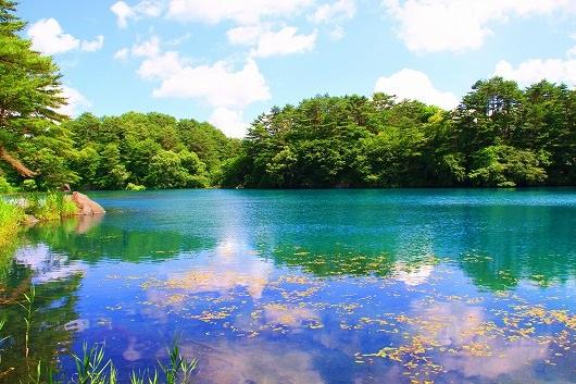 Hồ chuyển màu theo phản xạ ánh mặt trời