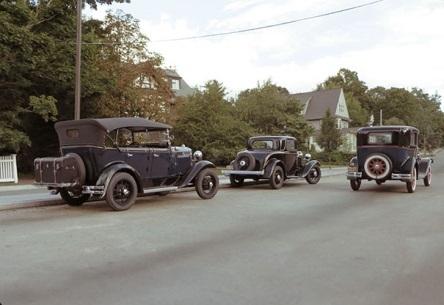 Bạn nhìn thấy những cỗ xe cổ bon bon chạy trên đường